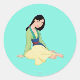 Sentada de Mulan Pegatina Redonda