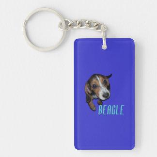 Sentada del perrito del beagle - fondo azul llavero rectangular acrílico a doble cara