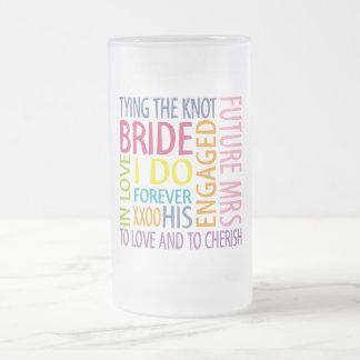 Sentimientos de la novia que casan la taza