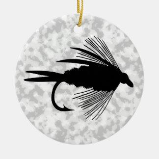 Señuelo negro de la pesca con mosca adorno navideño redondo de cerámica