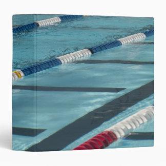 Separadores plásticos en crear de la piscina