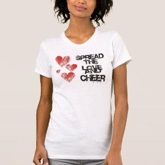 Separe el amor y anime la camiseta destruida