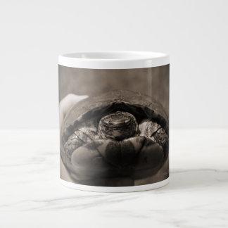 Sepia centrada de madera adornada de la tortuga a  taza jumbo