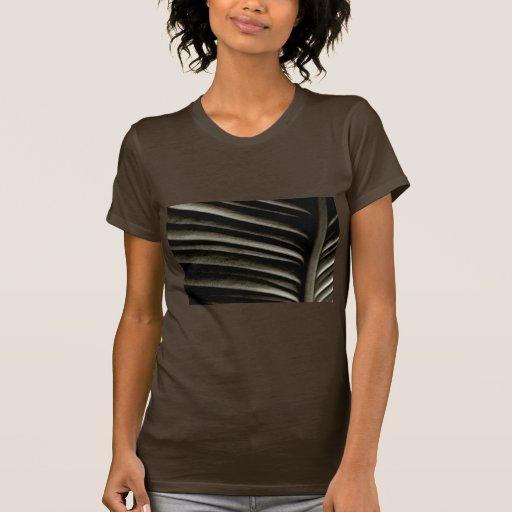 sepia de la hoja (oscura) camiseta