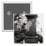 Sepulcro de Horatio Alger en Natick, Massachusetts Pin Cuadrado