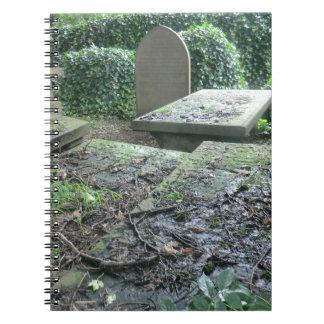 Sepulcros en el cementerio de Haworth en Yorkshire Libros De Apuntes
