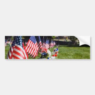 Sepulcros vestidos con las banderas del Memorial D Pegatina Para Auto