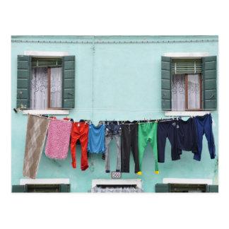 Sequedad del lavadero por la cuerda para tender la postal