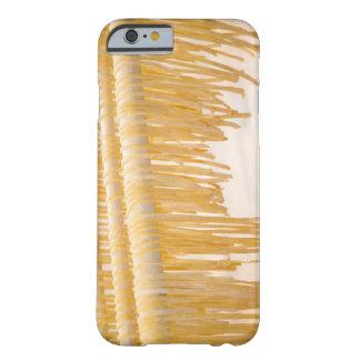 Sequedad recién hecha de las pastas en un estante funda barely there iPhone 6