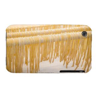 Sequedad recién hecha de las pastas en un estante funda para iPhone 3 de Case-Mate