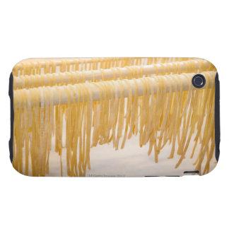 Sequedad recién hecha de las pastas en un estante funda resistente para iPhone 3