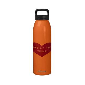 Ser humano del corazón sangrante botella de agua reutilizable