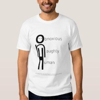 Ser humano travieso desagradable en la mano polera