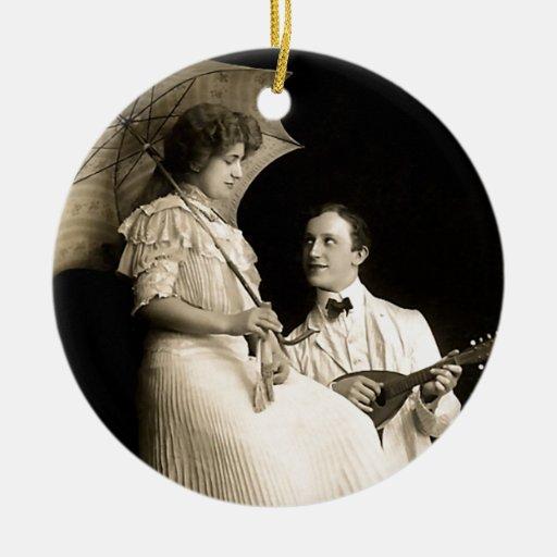 Serenata espeluznante ornamento para arbol de navidad