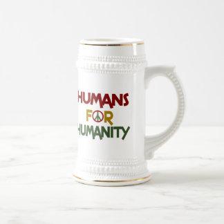 Seres humanos para el personalizado de la jarra de cerveza