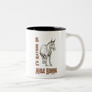 Sería bastante diseño del montar a caballo de la taza de café de dos colores