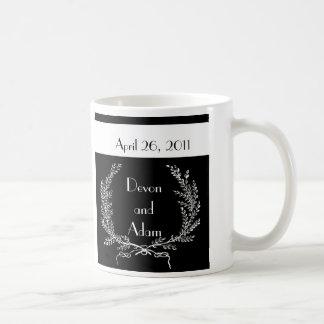 Serie blanco y negro de la taza del favor del boda