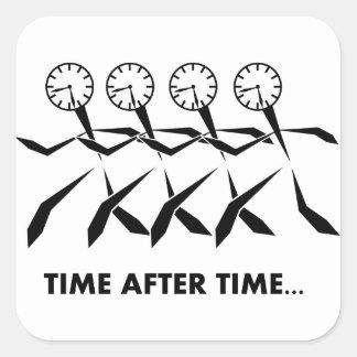 Serie de los idiomas del tiempo - repetidas veces calcomanía cuadrada
