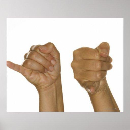 Serie de manos que hacen la muestra de J Posters