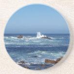 Serie escénica---Ondas que salpican en la costa co Posavasos Para Bebidas