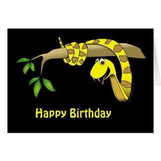 Serpiente amarilla en una tarjeta de cumpleaños