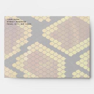 Serpiente Brown del monograma e impresión del oro Sobres