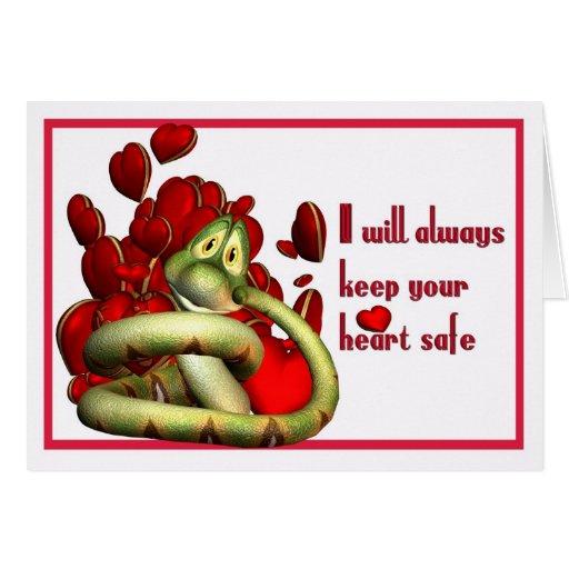 Serpiente cariñosa linda que lleva a cabo su tarjeta de felicitación