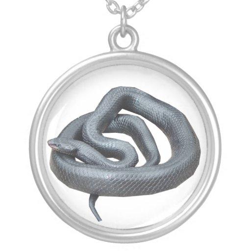 Serpiente de añil del este collares