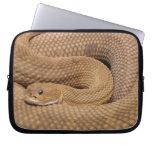 Serpiente de cascabel del basilisco fundas portátiles