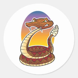 Serpiente de cascabel del dibujo animado pegatina redonda