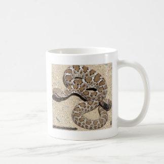 Serpiente de cascabel negra de AZ Taza Clásica