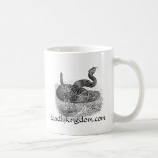 Serpiente de cascabel taza clásica