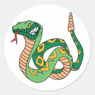Serpiente de cascabel verde impresionante etiquetas redondas