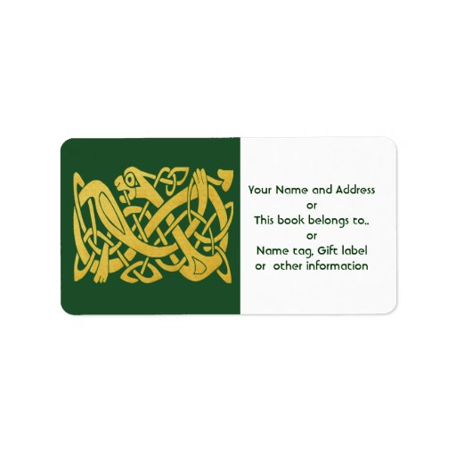 Serpiente de oro céltica en etiquetas verde oscuro etiquetas de dirección