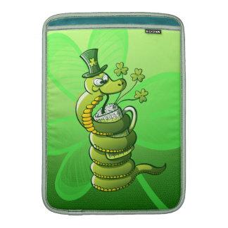 Serpiente del día de San Patricio Fundas Para Macbook Air