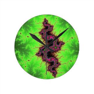 Serpiente del fractal - el rosa, el fucsia y el ne relojes de pared