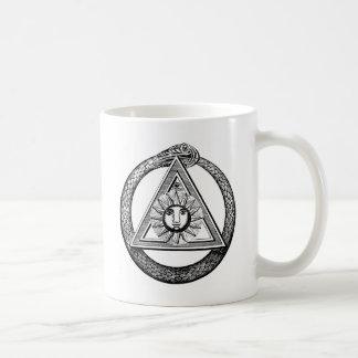 Serpiente del Freemason del triángulo Taza Básica Blanca