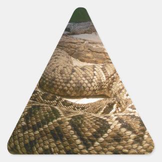 Serpiente del traqueteo pegatina triangular