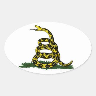 Serpiente en espiral de la bandera de Gadsden Pegatina Ovalada