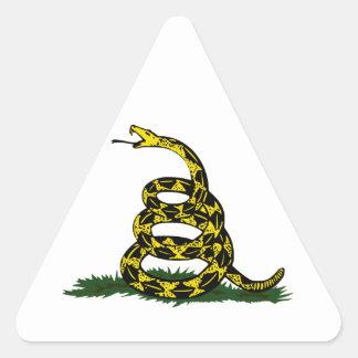 Serpiente en espiral de la bandera de Gadsden Pegatina Triangular