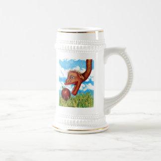 Serpiente en la hierba jarra de cerveza
