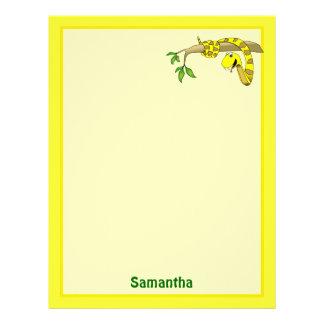 Serpiente linda del amarillo del dibujo animado en plantillas de membrete