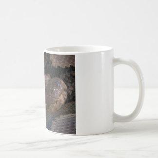 Serpiente venenosa taza de café
