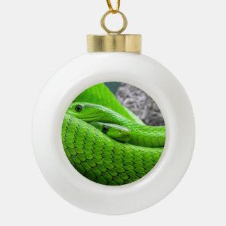 Serpiente verde adorno de cerámica en forma de bola