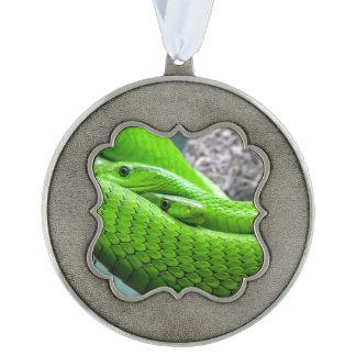 Serpiente verde adorno ondulado de peltre