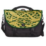 Serpientes célticas del oro en verde oscuro (serpi bolsas para ordenador