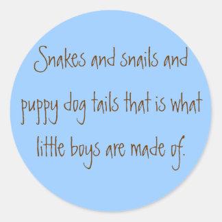 Serpientes y colas de los caracoles y del perro de etiquetas