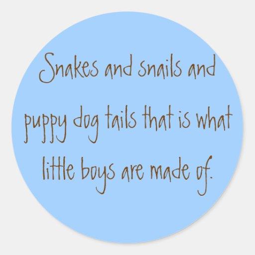 Serpientes y colas de los caracoles y del perro de pegatina redonda