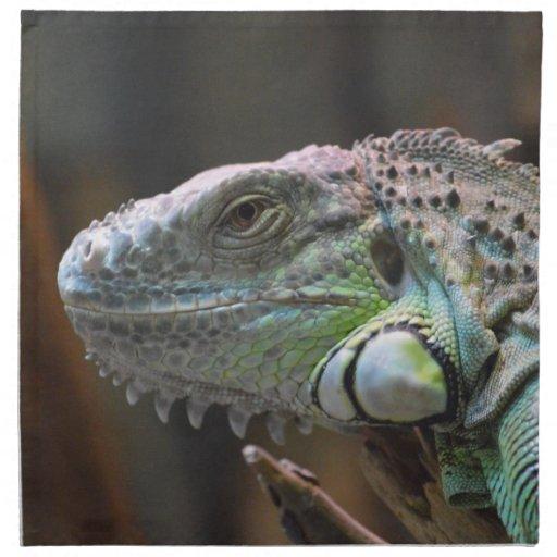 Servilleta con la cabeza del lagarto colorido de l