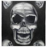 Servilleta negra de los cráneos humanos
